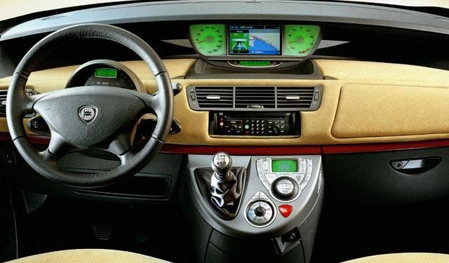 Lancia-Phedra-interieur