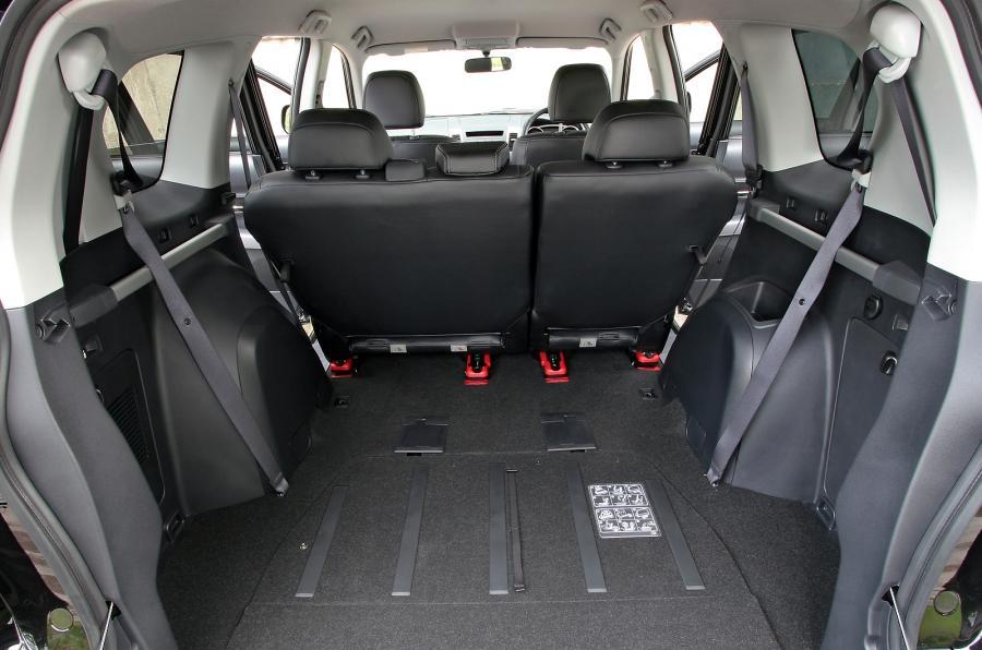 peugeot 4007 le suv 4x4 7 places sans caract re toutes les marques de voiture 7 8 ou 9 places. Black Bedroom Furniture Sets. Home Design Ideas