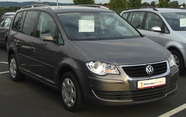 volkswagen touran i la voiture 7 places d 39 occasion qui a du coffre. Black Bedroom Furniture Sets. Home Design Ideas
