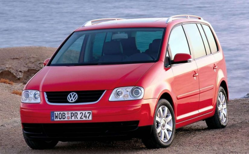 volkswagen touran i la voiture 7 places d 39 occasion qui a. Black Bedroom Furniture Sets. Home Design Ideas
