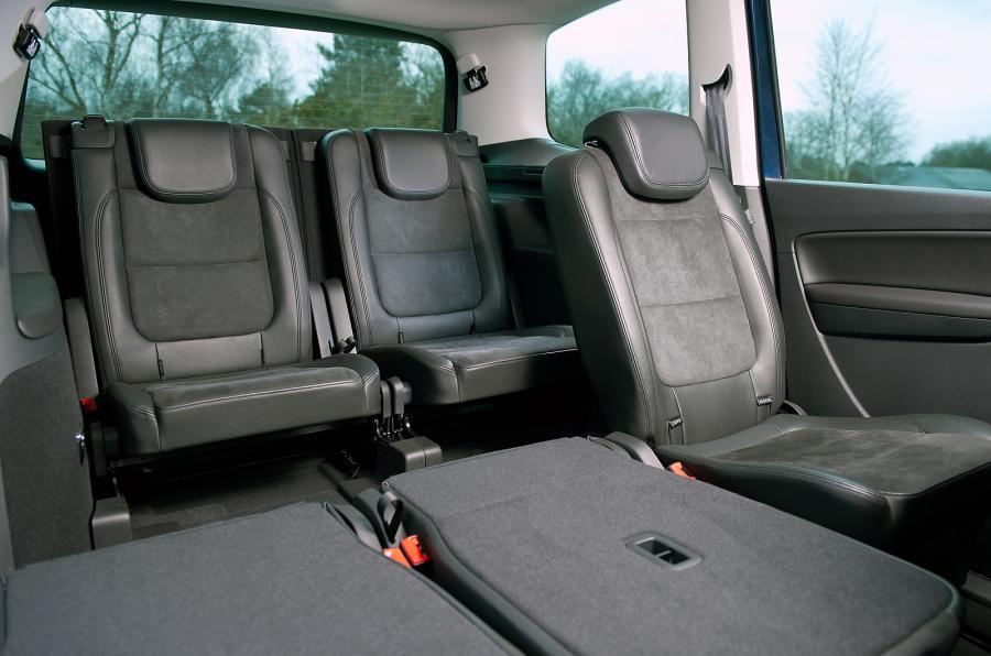 volkswagen sharan du coffre et du volume tout en confort toutes les marques de voiture 7 8. Black Bedroom Furniture Sets. Home Design Ideas