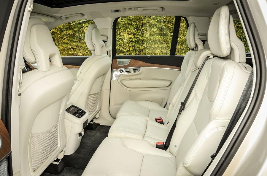 volvo xc90 t8 2015 le suv 4x4 hybride restyl et corrig comme le prix. Black Bedroom Furniture Sets. Home Design Ideas