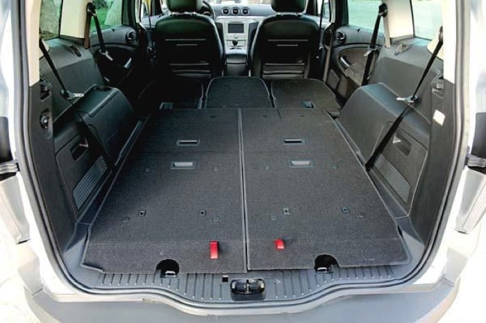 ford s max 7 places 2200 litres et la p che en plus. Black Bedroom Furniture Sets. Home Design Ideas