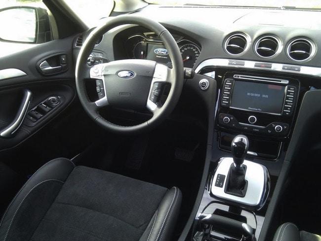 Ford S-Max 7 places : 2200 litres, et la pêche en plus !