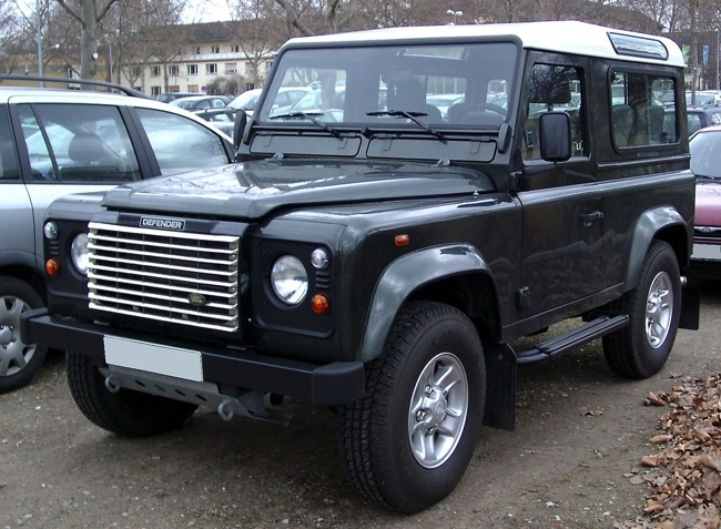 land rover defender 70 ans apr s un 4x4 7 places d. Black Bedroom Furniture Sets. Home Design Ideas